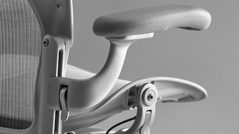Herman-Miller-Aeron-remastered-02